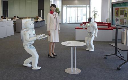 Le robot Asimo de Honda, au service de la population