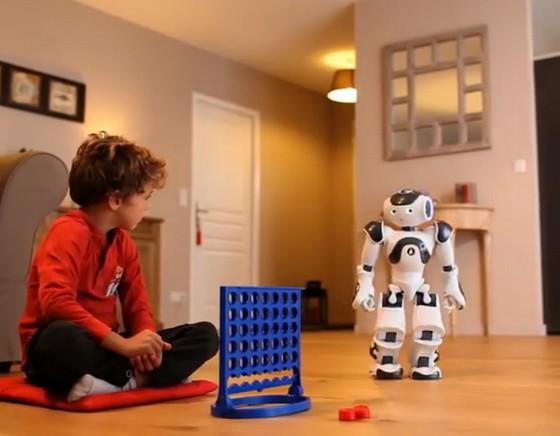 Le robot français NAO jouant au puissance 4