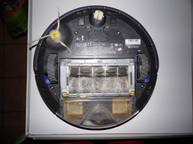 Les éléments du Roomba sont facilement démontables pour retirer les poils